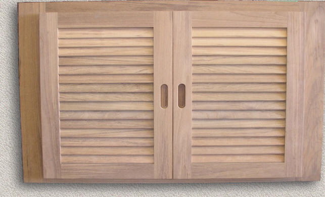 2 Louver Doors - Common Frame